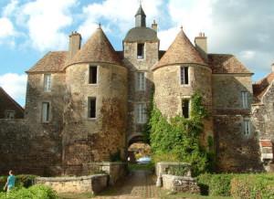 Château e Ratilly Bourgogne Yonne la Montagne aux Alouettes